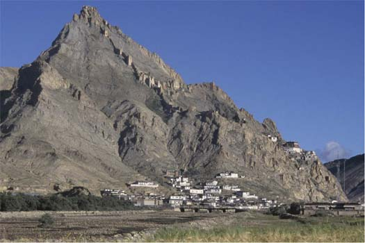 Shekar. The ruins of the palace of the Southern Lato rulers and the Shekar monastery overlook the village at the foot of the mountain.